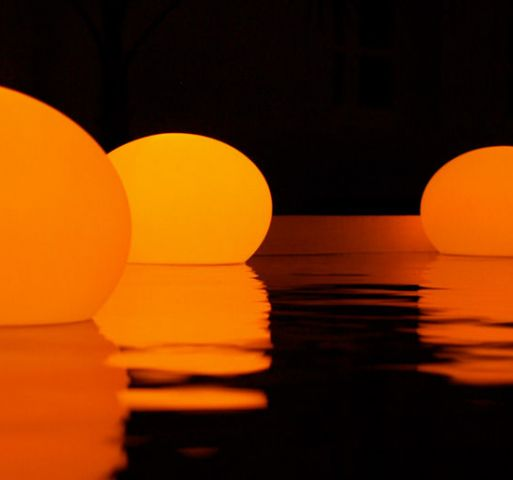 Floating lamps
